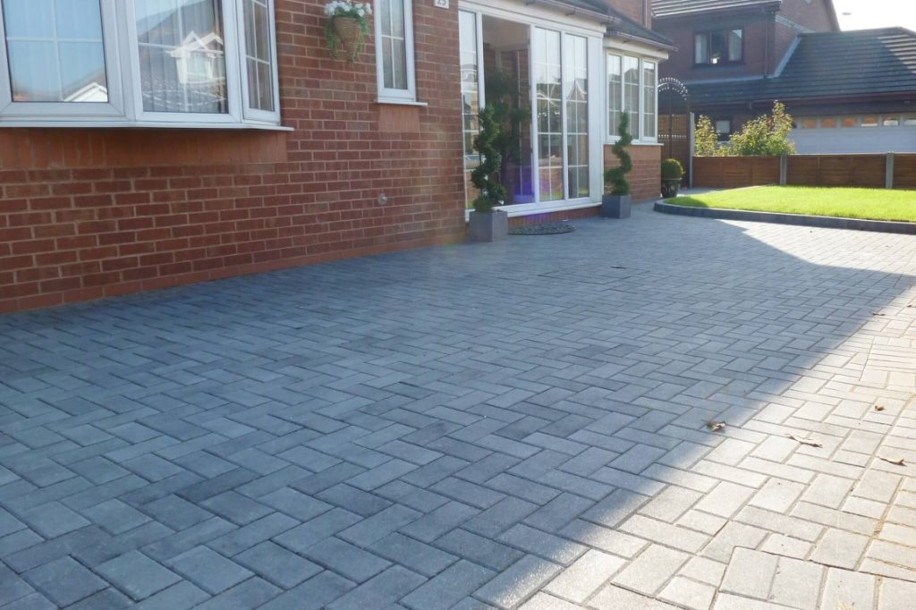 Laying Your Own Paving on Driveway or Patio